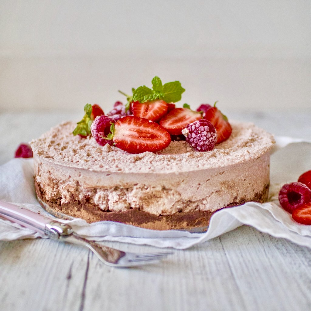 Raw Vegan Strawberry Cream Cheesecake with Chocolate Base